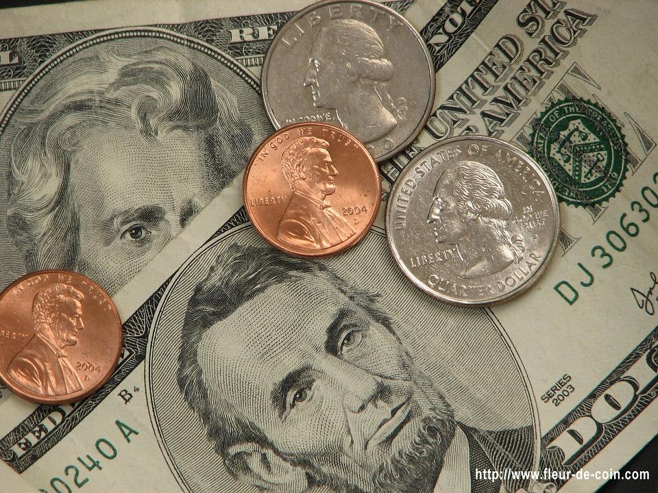 Mzdy se jaksi 'scvrkávají'
