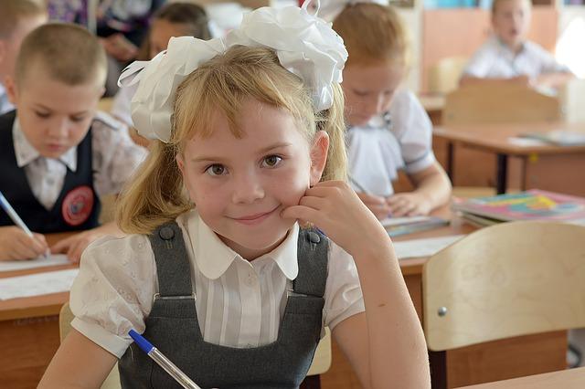 Škola, žákyně, 1. třída.