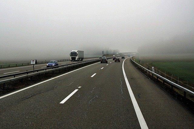 silniční provoz na dálnici